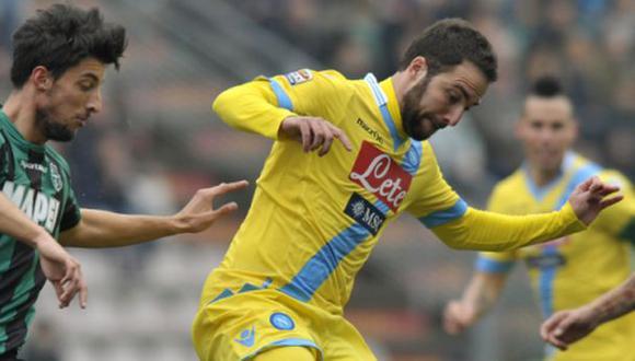 Napoli venció 2-0 a Sassuolo y sigue tercero en la Serie A