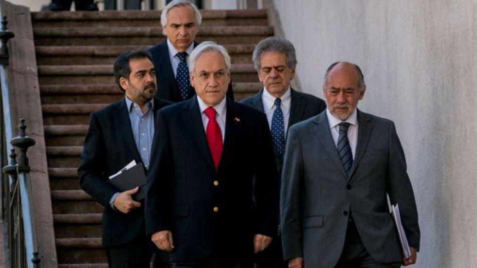 """El presidente Sebastián Piñera se reunió este domingo con los líderes del Parlamento y de la Corte Suprema con el fin de """"reordenar prioridades"""" y contener el estallido social. Foto: Getty images, vía BBC Mundo"""