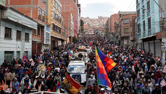 """Existe un grupo de indígenas bolivianos dispuestos a luchar hasta """"el último precio"""" por el regreso de Evo Morales, pero hay otro que está dialogando con las actuales autoridades en busca de elecciones rápidas. (Reuters)"""