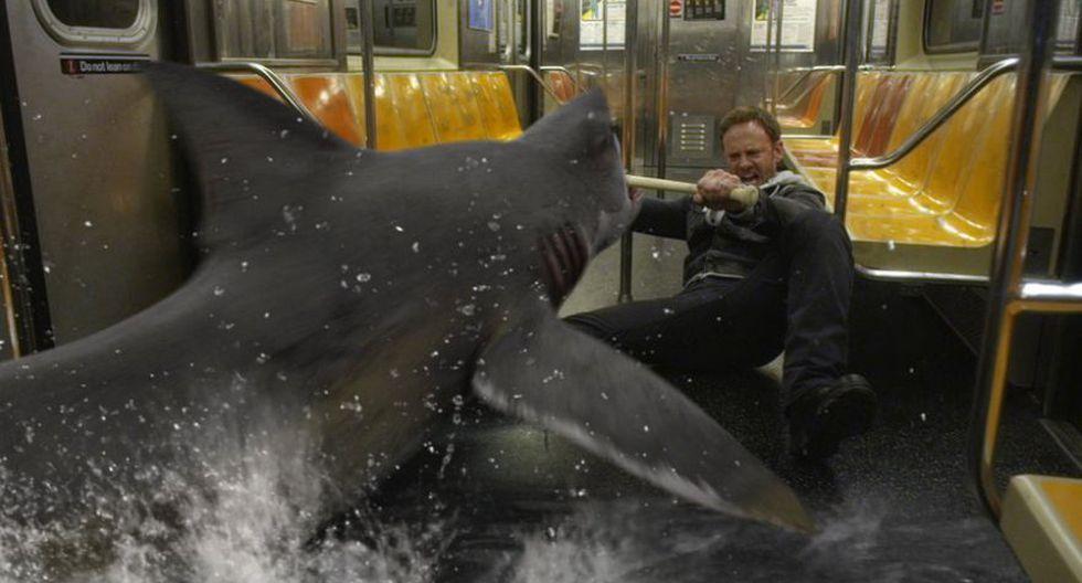 """La secuela de """"Sharknado"""" se emitió en el 2014 a través de la señala de Syfy. Finley (Ian Ziering) y los suyos se enfrentan nuevamente a un tornado de tiburones. (Foto: Difusión)"""