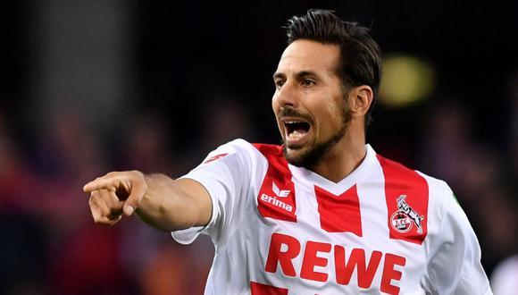 La impecable trayectoria de Claudio Pizarro en la Bundesliga ha permitido que reciba muchos  elogios. Pero este último, quizás, es el más importante porque lo comparan con el mítico 'Káiser'. (Foto: EFE)