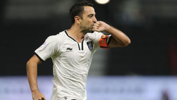 Xavi Hernández todavía posee su remate característico. El veterano centrocampista español regaló esta 'joya' en la exótica Liga de Qatar. (Foto: EFE)
