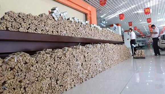 China: Compran auto con cuatro toneladas de monedas