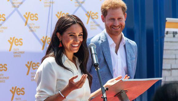 El príncipe británico Harry y su esposa Meghan entregaron comidas a personas enfermas en Los Ángeles, en su primera actividad benéfica pública conocida desde que se mudaron a California al comienzo del bloqueo del estado por coronavirus. (Foto: AFP/Michele Spatari)