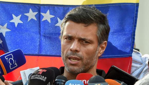 Leopoldo López, según explicó su padre, salió este viernes de la residencia del embajador español en Venezuela, donde estaba como huésped desde el 30 de abril de 2019, y se marchó a España, donde residen su esposa e hijos. (Foto: Archivo / AFP / Juan BARRETO).