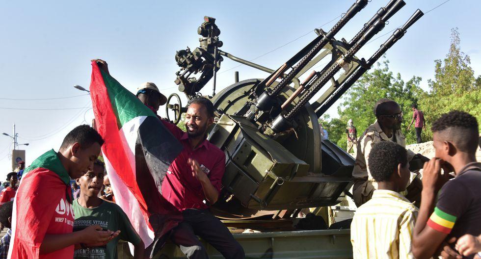 Manifestantes en Sudán, a favor del nuevo régimen. (Foto: AFP)
