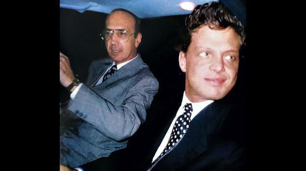 Gracias a la serie biográfica emitida por Netflix, se supo de forma masiva el rol que jugó el argentino Hugo López en su vida. Él no solo fue el mánager del cantante, sino también su confidente y amigo. Murió en 1993.