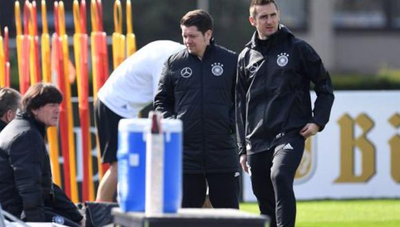 El actual entrenador de la selección alemana, Joachim Löw, confía en las capacidades de Miroslav Klose para que sea el próximo técnico de 'Die Mannschaft'. (Foto: Agencias)