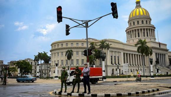 Calles vacías y alta presencia policial caracterizaron este lunes en gran parte de Cuba. (AFP).