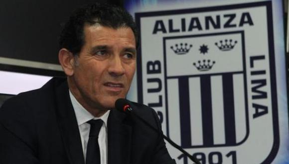 Gustavo Zevallos se refirió al futuro de Pablo Bengoechea como técnico de Alianza Lima. Además, el Gerente deportivo dio su opinión sobre el accionar de los  blanquiazules en la Copa Libertadores.  (Foto: Agencias)
