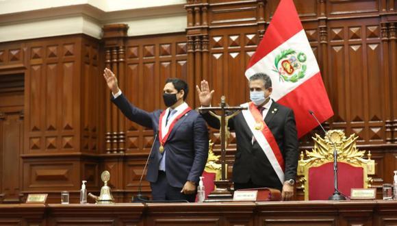 Manuel Merino (derecha) asumió la presidencia del Perú este martes. El parlamentario de Acción Popular fue presidente de la Mesa Directiva del Congreso hasta el lunes, en su reemplazo ha quedado Luis Valdez (izquierda), legislador de Alianza para el Progreso (APP). (Foto: Congreso)
