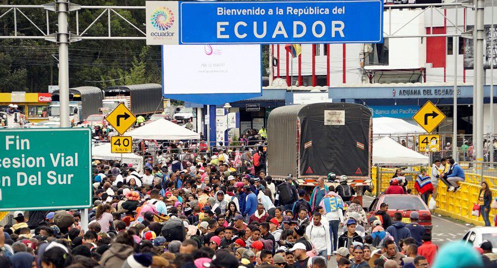 Miles de venezolanos atiborraban el puesto de control de Tulcán, en Ecuador, el viernes 14 de julio, un día antes de que el Perú les empiece a exigir visa y pasaportes. (Reuters).