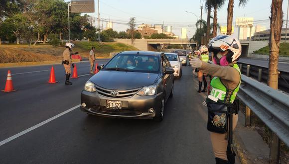 A continuación, te contamos si se podrán usar autos particulares este domingo 18 de julio. (Foto: Andina)