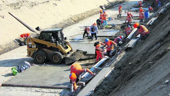 El presidente Martín Vizcarra indicó que se invertirán S/7.000 millones en las obras de reconstrucción durante un período de dos años, tiempo que tomará concluir los proyectos. (Foto: Ralph Zapata / El Comercio)