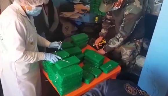 Puno: la mercadería fue decomisada y trasladada a la unidad policial para el pesaje respectivo. (Foto: Captura de video)
