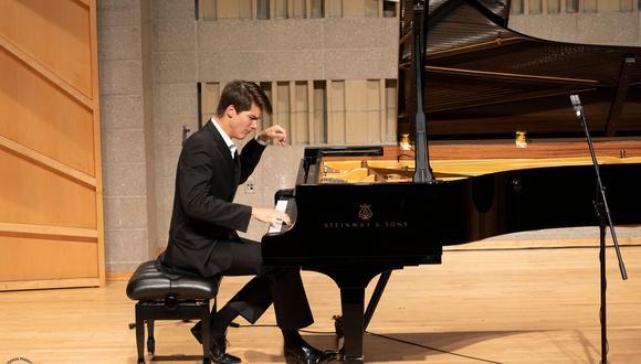 El mexicano Vladimir Petrov ha sido el primer y único latinoamericano en ganar  la Competencia Internacional de Piano NTD, que difunde piezas de las épocas barroca, clásica y romántica.