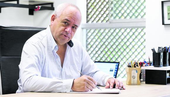 Carlos Ángeles señala que su empresa durante la pandemia recibió el encargo de construir los hospitales de emergencia. (Foto: Alessandro Currarino / El Comercio)