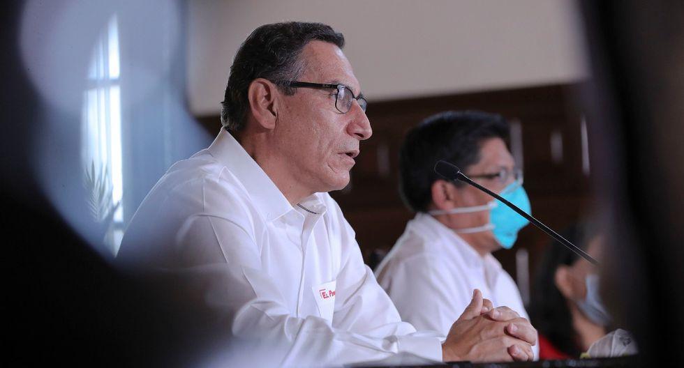 El presidente Martín Vizcarra participa en una conferencia de prensa junto al titular de la Presidencia del Consejo de Ministros, Vicente Zeballos, ayer, en Palacio de Gobierno. (Foto: Presidencia).