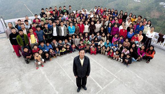 Ziona Chana junto a su numerosa familia. (Getty Images).