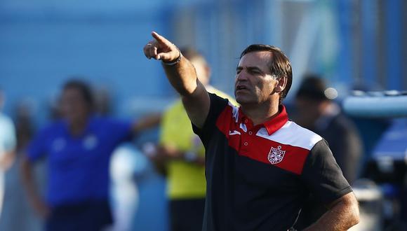Carlos Bustos ha dirigido en el Perú a clubes como San Martín y FBC Melgar. Este 2021 será la cabeza en el banco de Alianza Lima. (Foto: El Comercio)
