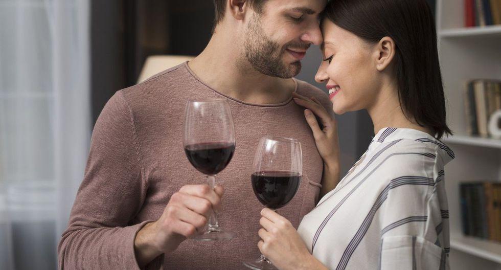 ¡No todo es vino! Un brindis siempre es bienvenido en ocasiones especiales, más aún cuando hay que celebrar el amor y a los amigos incondicionales. Aprende aquí otras opciones. (Foto: Pixabay)