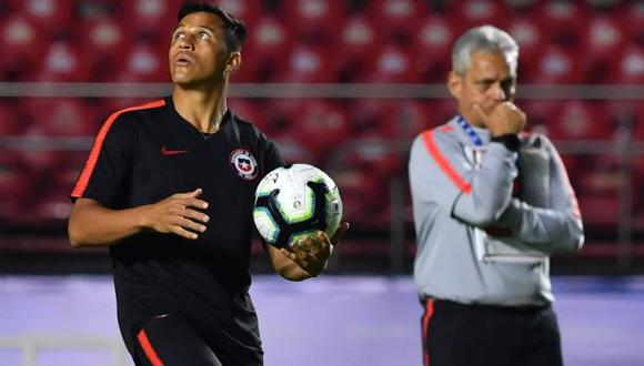Alexis Sánchez fue suplente y jugó los últimos 8 minutos del choque ante Perú. (Foto: AFP)