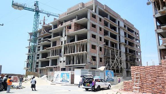 La venta de cemento a granel para la autoconstrucción ayudó a repuntar la producción en el sector construcción en casi 20% durante noviembre. (Foto: Archivo El Comercio)