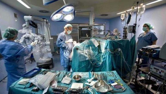 Realizan primer trasplante de riñón a paciente con hepatitis