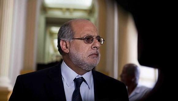 """Abugattás consideró """"inaceptable"""" que la política se reduzca a interés personales y que se deje de lado la ideología."""