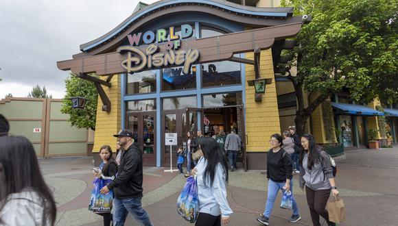 Disney estudia tomar la temperatura para entrar a sus parques cuando reabran (Foto: AFP)