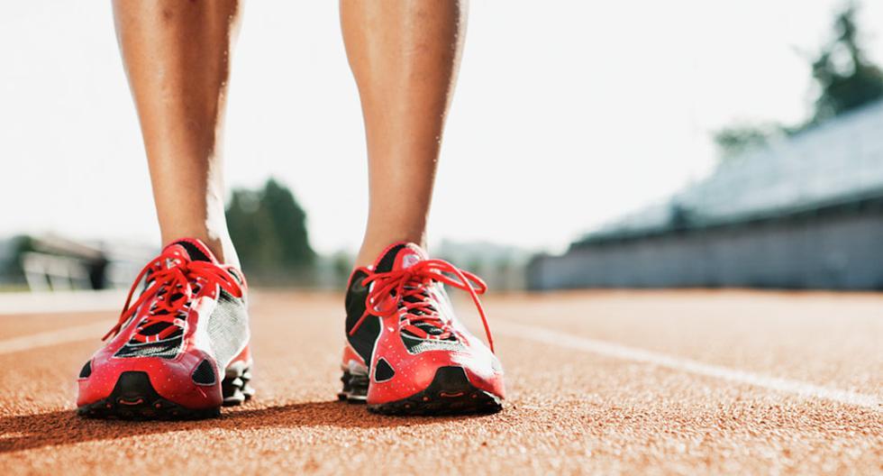 Utiliza zapatillas adecuadas al correr, estas te ayudarán a tener un mejor rendimiento y reducir el riesgo de lesionarte.