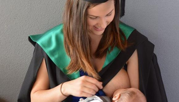 ¿Por qué se popularizó esta foto de una madre dando de lactar?