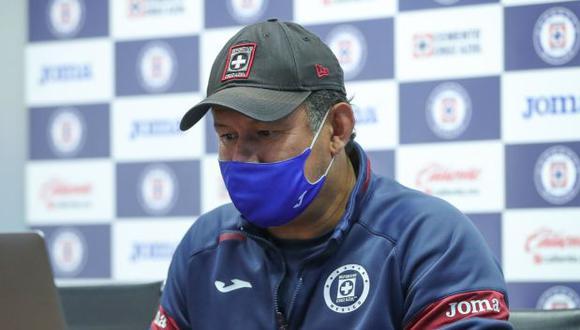 Juan Reynoso integró el último equipo de Cruz Azul que salió campeón. Esta vez, como técnico, quiere dirigir a 'La Máquina' hacia una nueva consagración. (Foto: Cruz Azul)