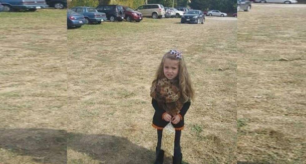 Esta niña se hizo viral en todas las redes sociales ya que nadie se dio cuenta, a primera impresión, de lo que le pasaba a la pequeña. (Foto: Facebook)