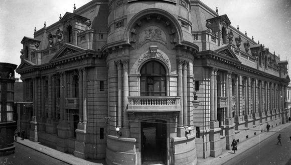 Fachada de la casona de El Comercio en 1925. Hoy alberga a la Hemeroteca y Archivo. Foto: Placa de vidrio/ Archivo Histórico El Comercio