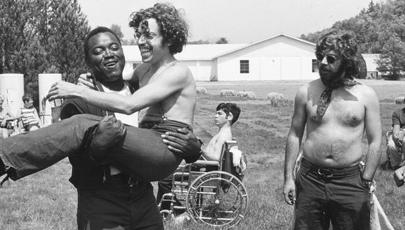 """El documental """"Crip Camp"""" es dirigido por Nicole Newnham y James Lebrecht y producido por Barack y Michelle Obama. (Netflix)"""