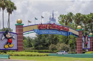 Estados Unidos: Walt Disney despedirá a 28 mil empleados por cierre de parques