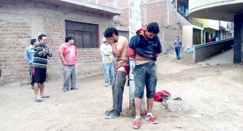 Ante la indignación, la turba enardecida estuvo a punto de lincharlos. (Municipalidad de Villa El Salvador)