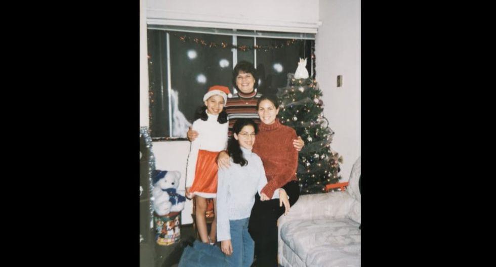 Elena Lino con sus hijas Carla, Carolina y Claudia, pasando navidad en San Francisco. Tenía cincuenta años y, aunque era contadora, se dedicaba a su familia. Hoy tiene un nieto: Facundo.