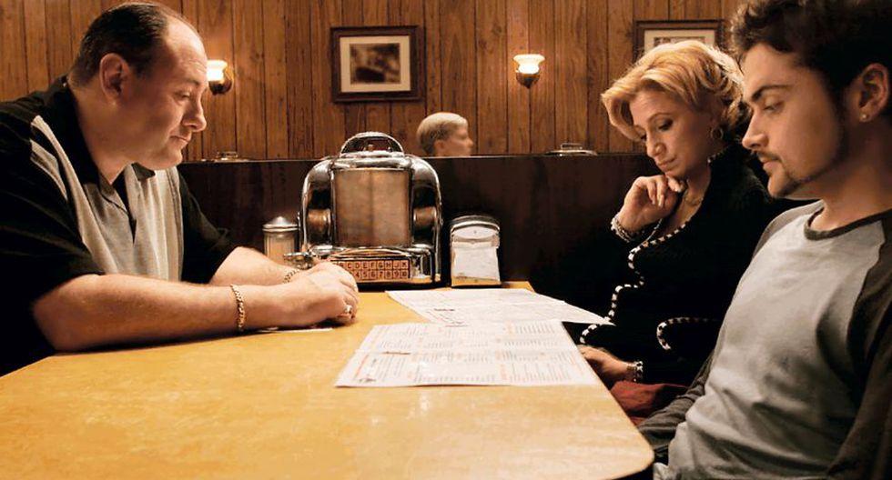Emitido el 10 de junio del 2007, el episodio final de Los Soprano sigue aún disparando todo tipo de teorías. Para muchos fue un final absolutamente desconcertante.