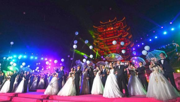 El 20 de octubre, 38 parejas recién casadas asistieron a una boda grupal, algunas de ellas habían pospuesto sus bodas debido al coronavirus. (Getty Images).