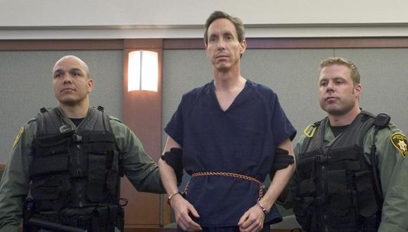 El polígamo Warren Jeffs (centro) está flanqueado por agentes SWAT de la Policía Metropolitana de Las Vegas durante una audiencia en el Centro de Justicia Regional del Condado de Clark en Las Vegas, Nevada, el 31 de agosto de 2006. (REUTERS/Las Vegas Sun/Steve Marcus).