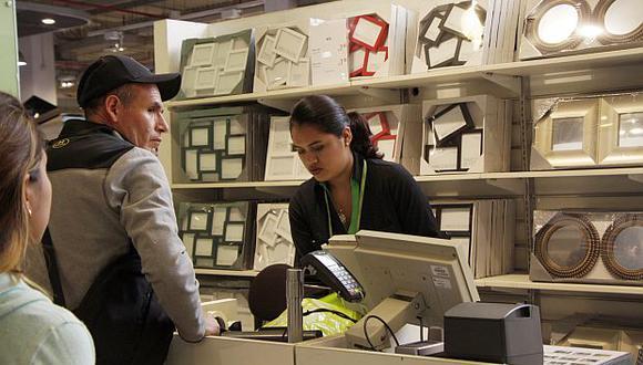 Falabella ya no entregará bolsas de plástico a quienes compren productos en sus tiendas. (Foto: GEC)