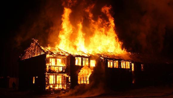 Un pequeño héroe de 7 años regresó a su casa en llamas para salvar a su hermanita. (Foto: Pixabay / Referencial)