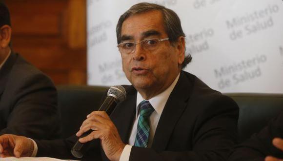 El titular del Minsa, Oscar Ugarte, afirmó que la ley permite que el sector privado comercialice la vacuna, bajo la única condición que el precio no sea mayor al que ofrece el sector público. (Foto: El Comercio)