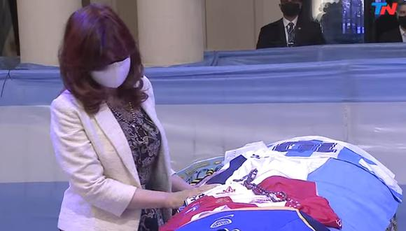 La expresidenta de Argentina, Cristina Kirchner, es simpatizante de Gimnasia y Esgrima La Plata, club que dirigía Diego Maradona desde 2019. (Captura de video/YouTube).