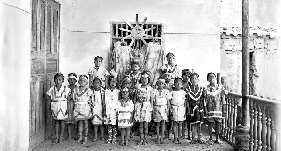 """""""Representación del día de los indígenas - Inkanato"""", del ayacuchano Baldomero Alejos, una muestra de su inmenso talento."""