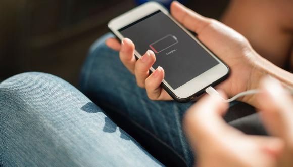 Un iPhone durante su carga de batería. (Pixabay)