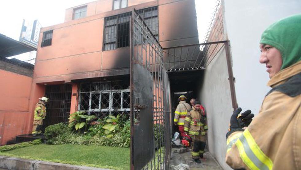 Surquillo: incendio destruyó taller textil en Av. Tomás Marsano - 1