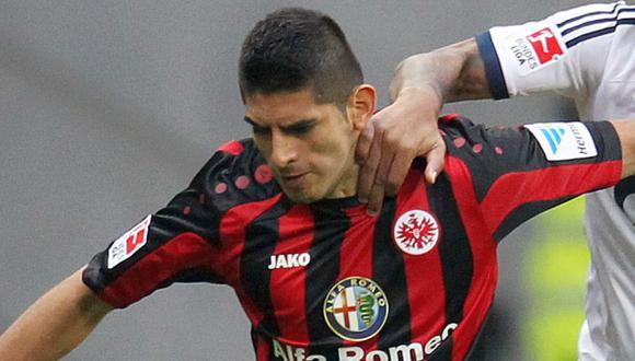 Eintracht, con Carlos Zambrano, igualó 1-1 ante Wolfsburgo